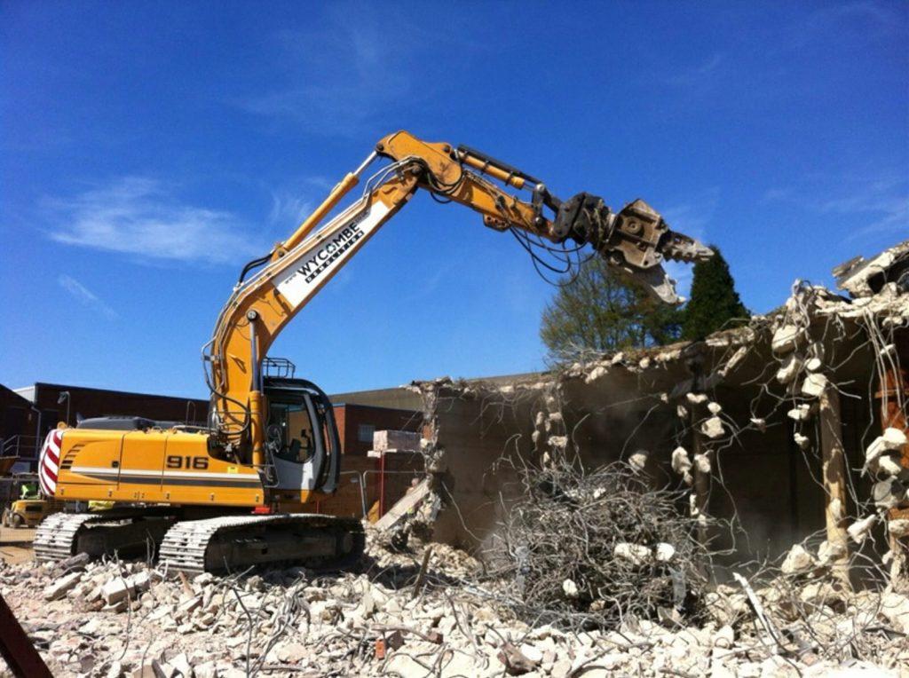 Demolition of an enclosed concrete water reservoir