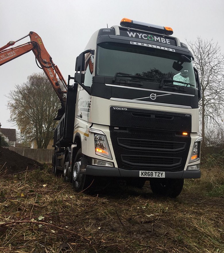 Machine-loading-volvo-front-on-(2)